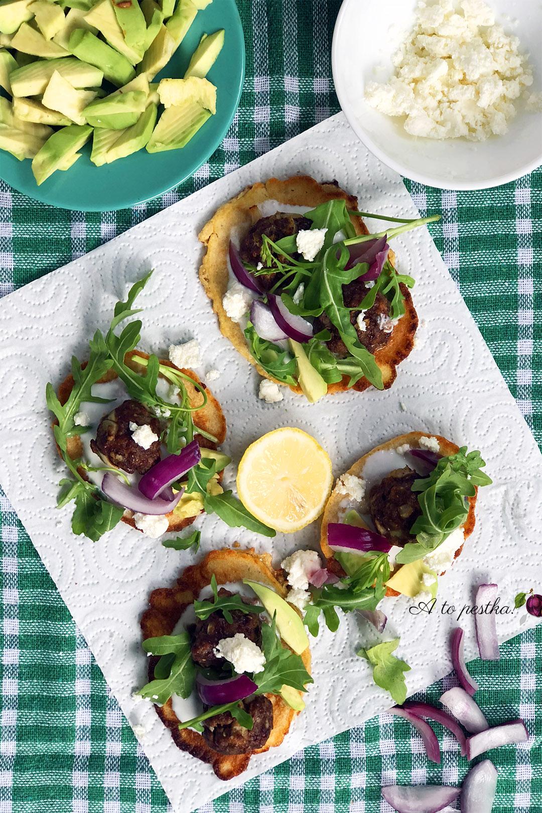 Zdrowy obiad - kotleciki mięsne z awokado i serem feta
