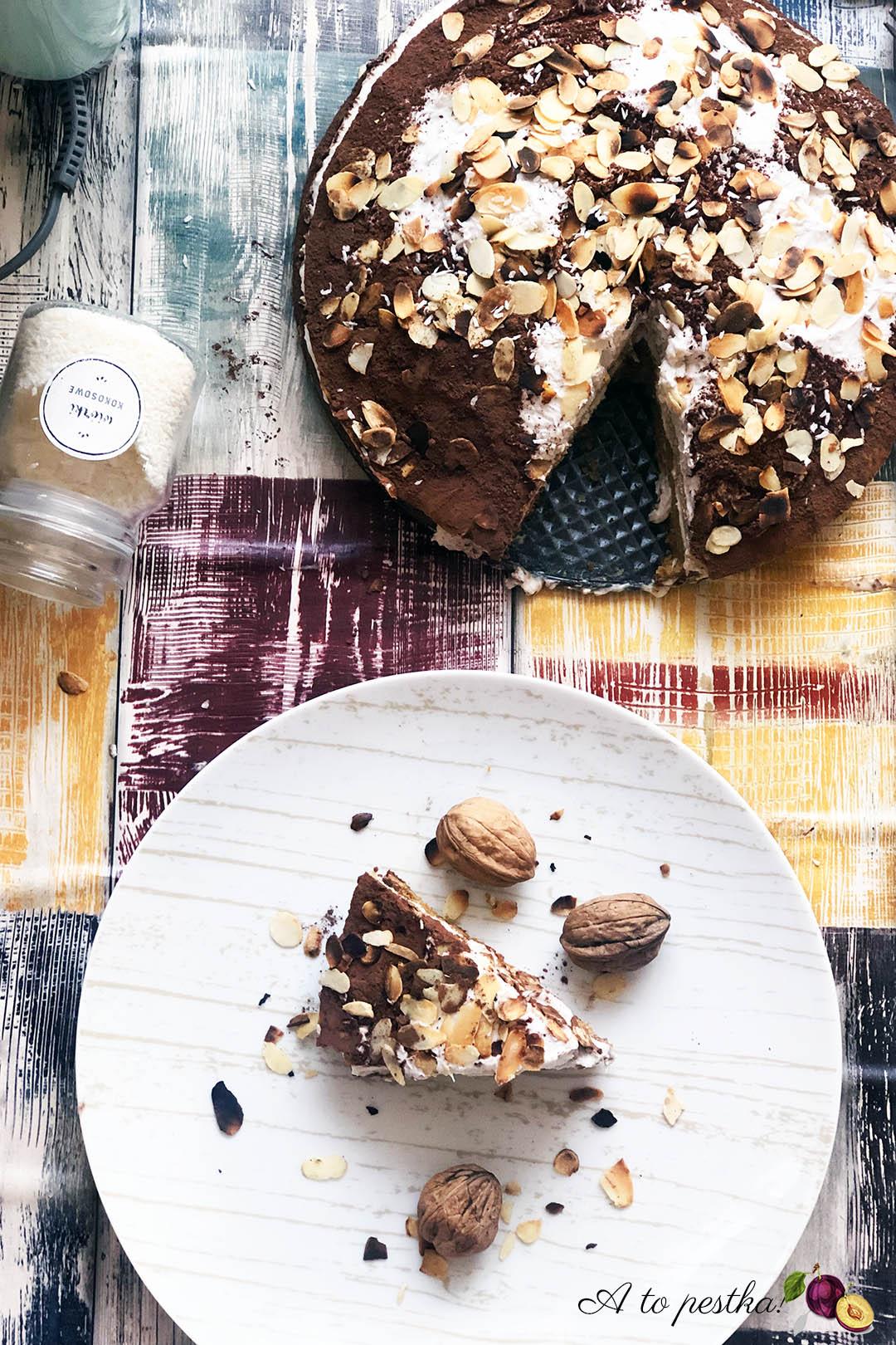 Fit ciasto marchewkowe z kremem kokosowym i migdałami