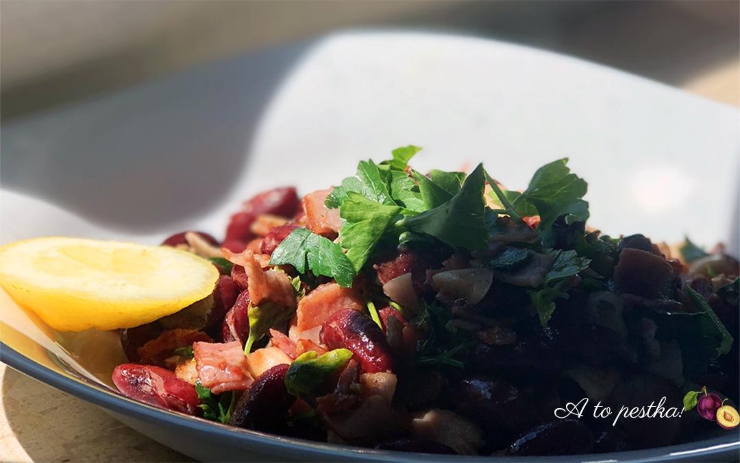 Szybki obiad: fasolka farmera z boczkiem, chili i cytryną