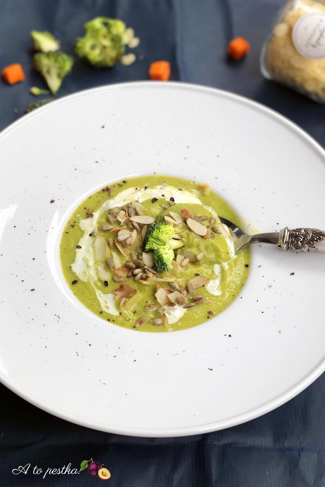 Rozgrzewająca fit zupa brokułowa – idealna na zimę