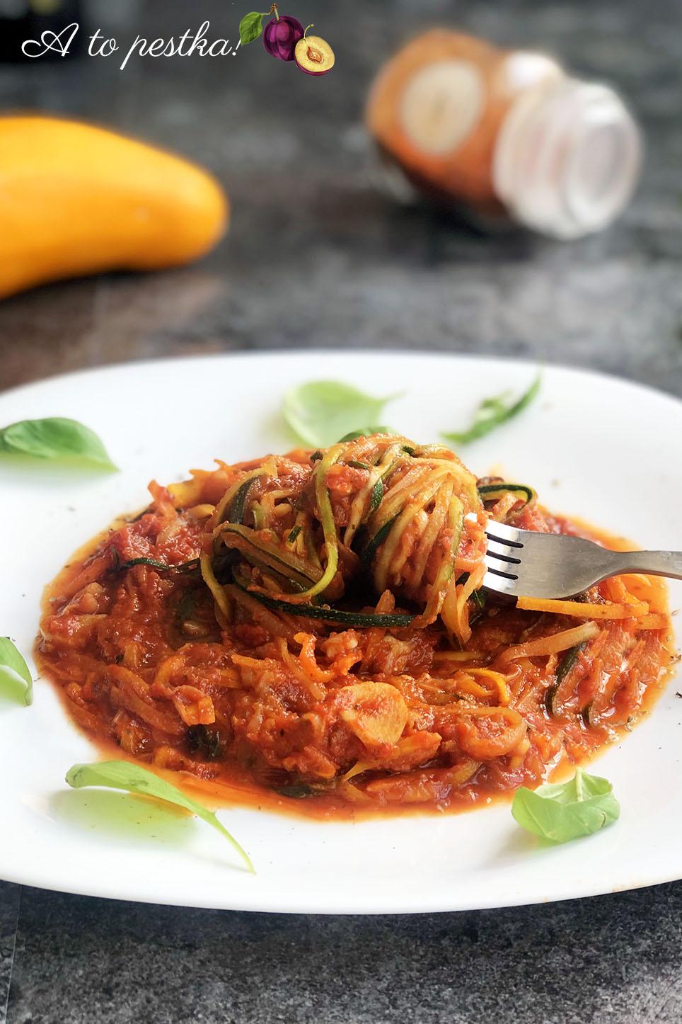 Szybki przepis na cukinię - fit spaghetti napoli