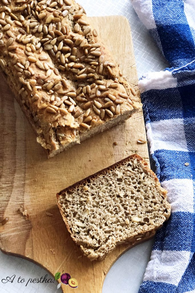 Przepis na chleb żytni na zakwasie - pełnoziarnisty z dodatkami